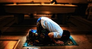 ما الحكمة في الربط بين إقامة الصلاة وترك الخمر؟